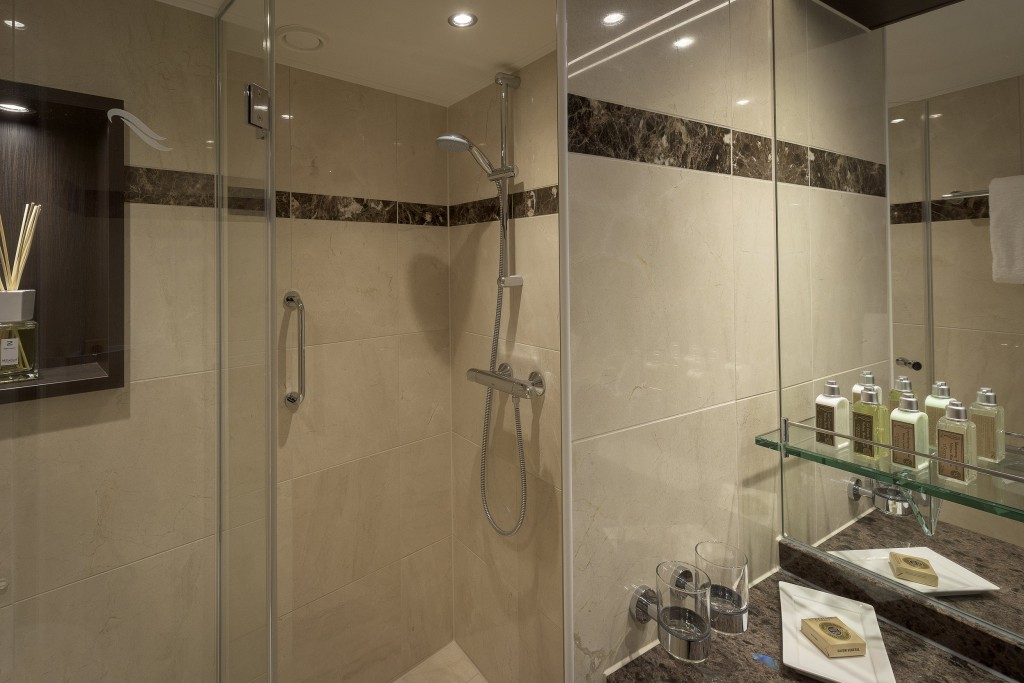rsz_avalon_passion_panorama_suite_bathroom_01