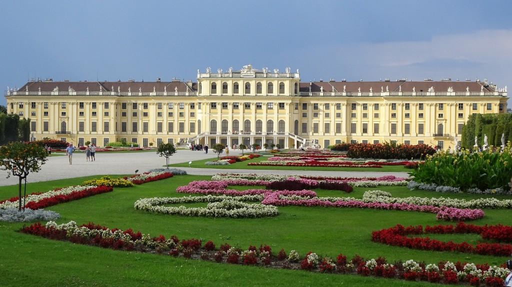 schonbrunn-palace-1735571_1920